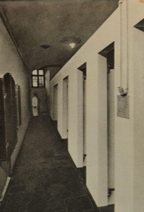 Der Gang zu den Bädern, Abbildung einer Postkarte; Archiv Hotel Blume.