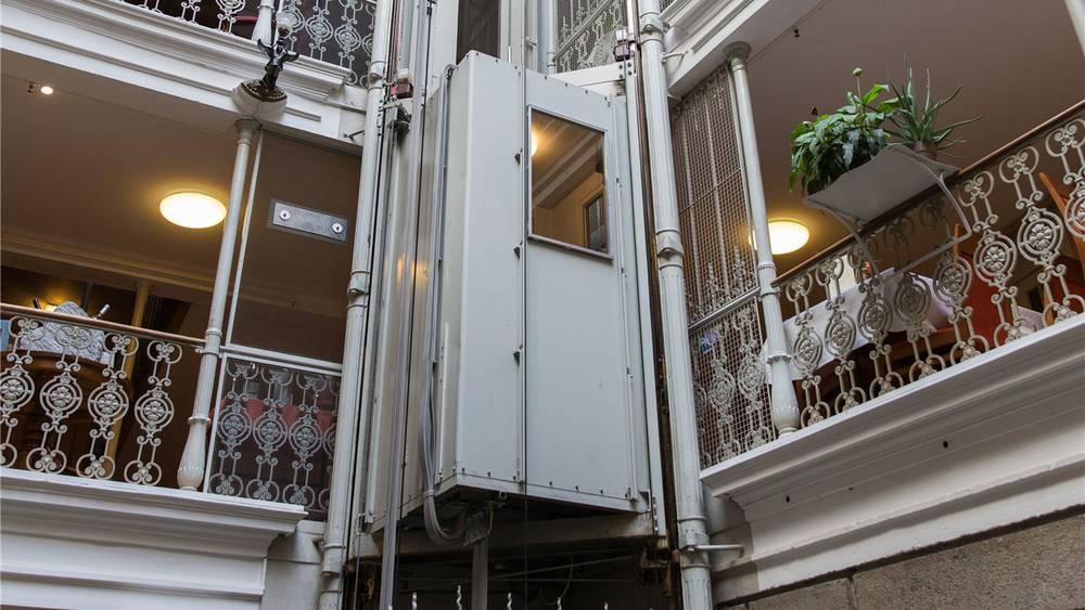 Aktueller Lift im Atrium, Foto: Badener Tagblatt, Severin Bigler.