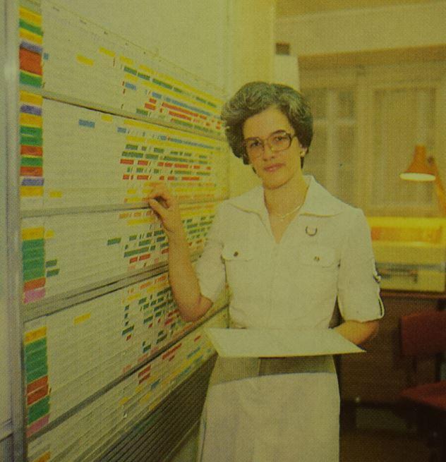Heidi Erne-Lendenmann im Büro; Hotelprospekt 1970er Jahre; Archiv Hotel Blume.